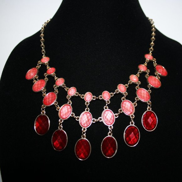 """Beautiful gold and red bib style necklace 18-21"""""""